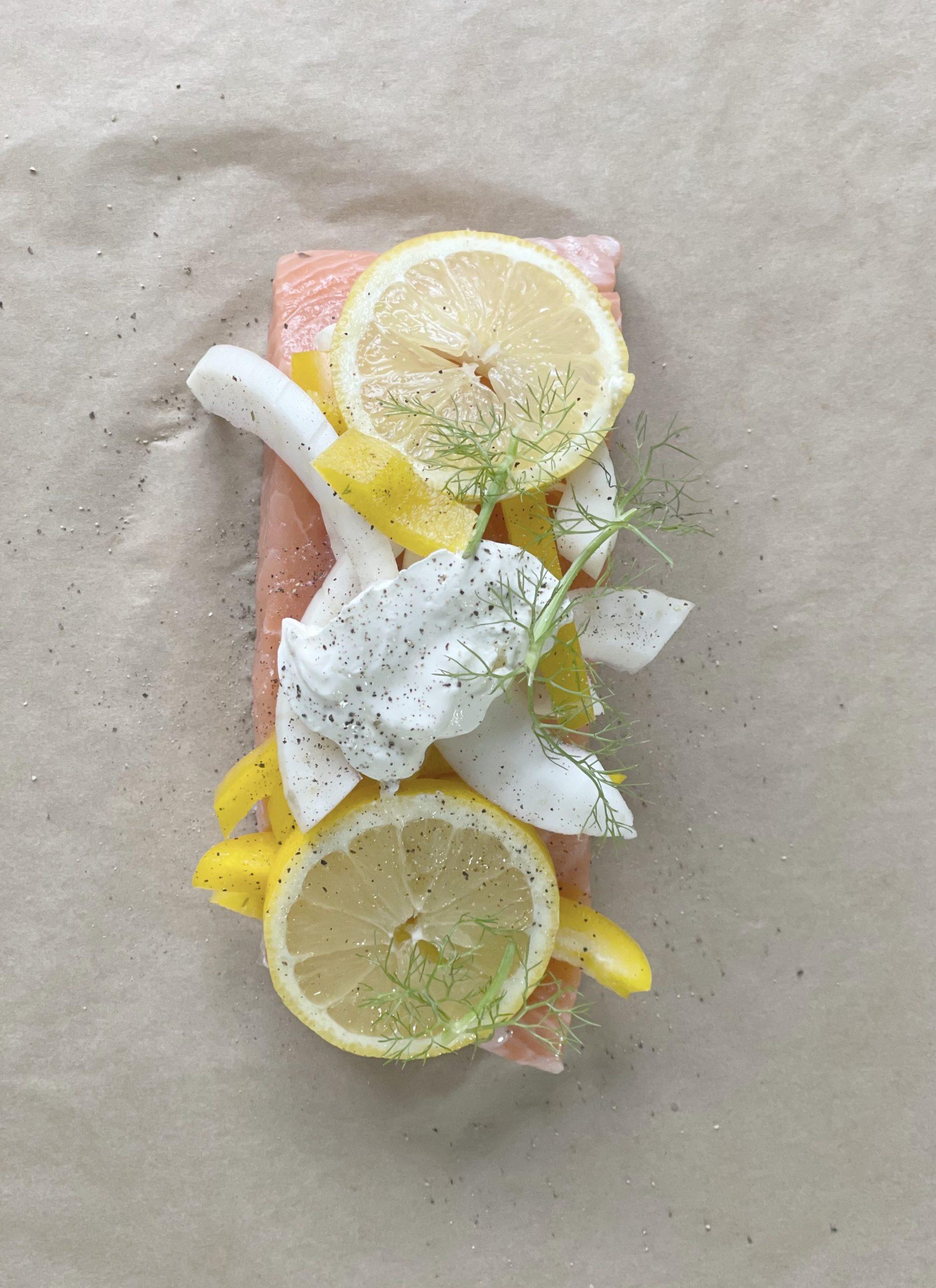 Zalm 'en papillote' met citroen pilav en groene sla